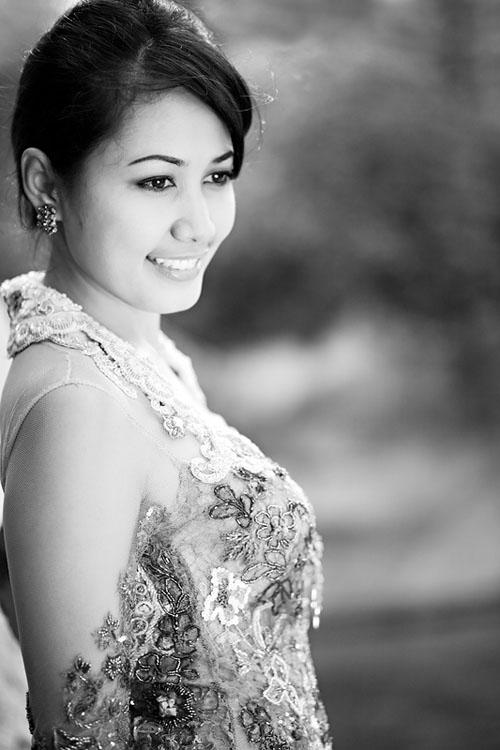 Ella in Kebaya (black and white)